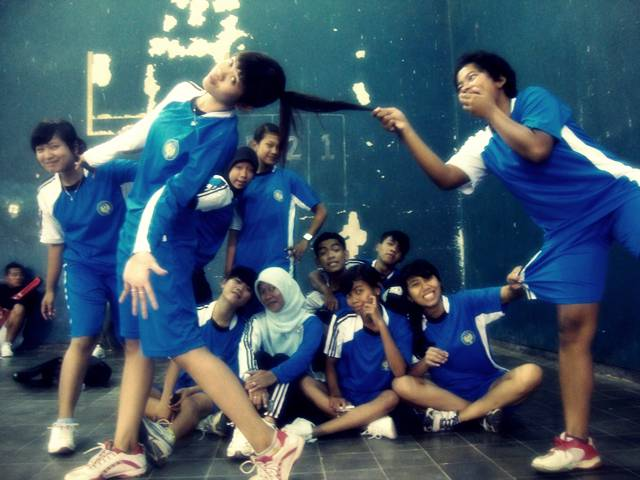 PGSD PENJAS A FIK UNY 2009... Foto2 menjelang kuliah badminton... sempat
