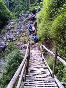 jembatan bambu curug siklothok